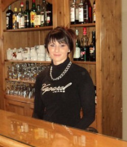 Monon waitress le moulin hotel